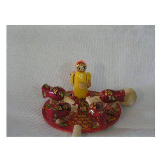 Девочка кормит курочек  (РНИ) Богородская игрушка